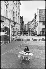 Titel: Fischbrötchenstand in Wismar, 1990. Bild: Siegfried Wittenburg